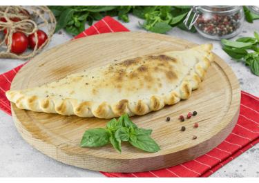 Кальцоне с курицей и сыром